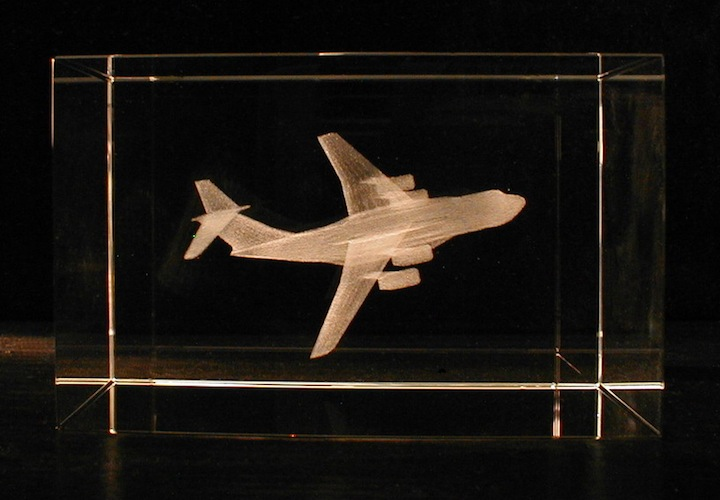Самолет ТУ в стекле