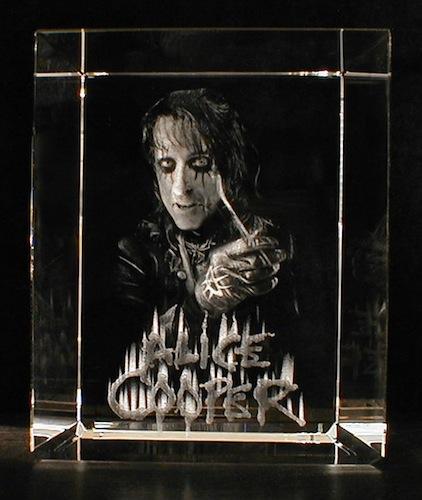 Алис Купер в стекле