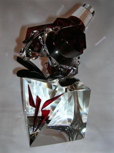 Красивая стеклянная форма в стекле