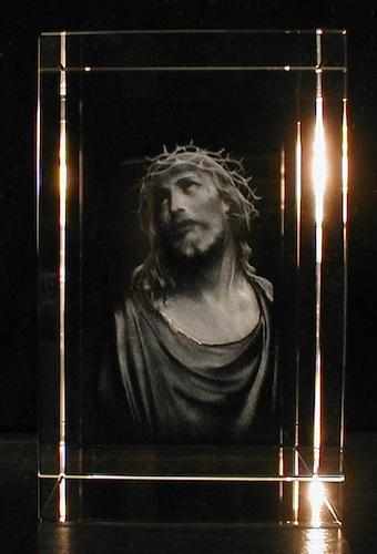 Иисус в стекле