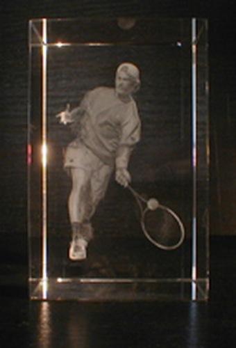 Теннисист в стекле