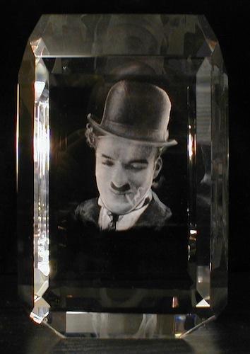 Чарли Чаплин в стекле
