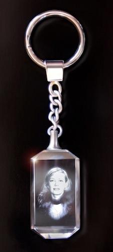 Брелок: фото девушки в стекле