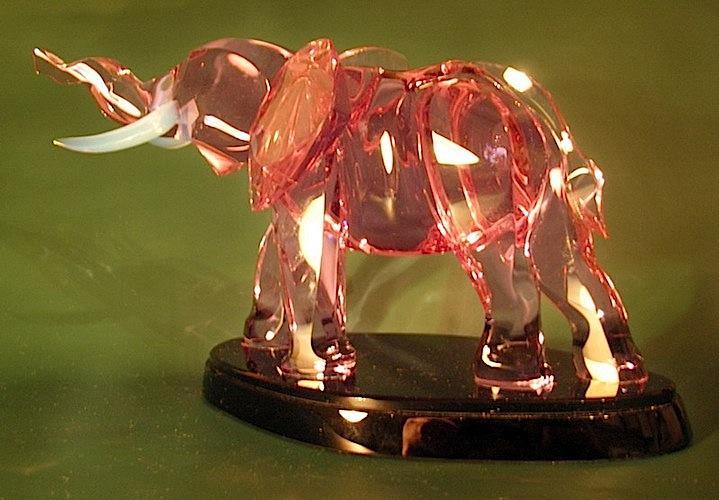 Стеклянный слон