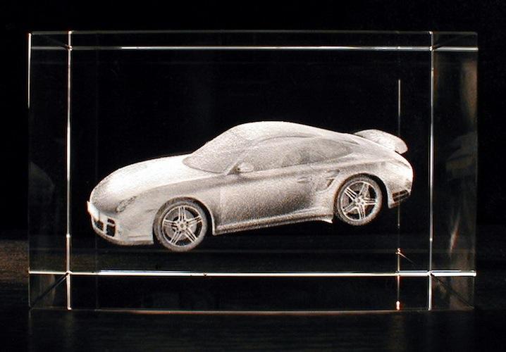 Porsche в стекле