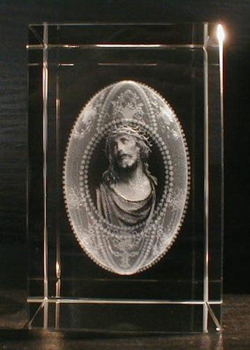 Иисус в рамке в стекле
