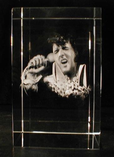 Элвис Прэсли в стекле